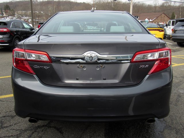 2014 Toyota Camry XLE 3