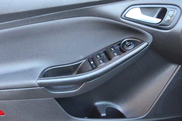 2018 Ford Focus SE 11