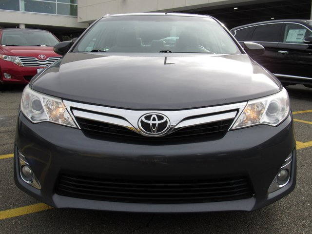 2014 Toyota Camry XLE 0