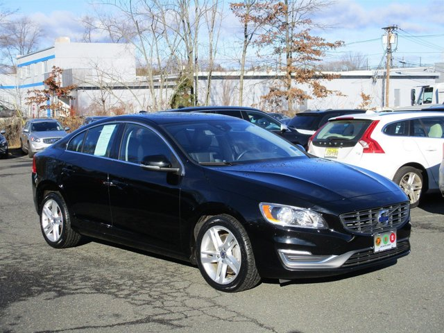2015 Volvo S60 T5 Premier AWD INTEGRATED NAVIGATION SYSTEM KEYLESS DRIVE HEATED FRONT SEATS OFF-