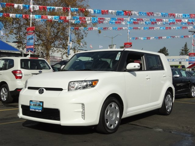 2013 Scion xB  DARK CHARCOAL  FABRIC SEAT TRIM SUPER WHITE Front Wheel Drive Power Steering 4-W