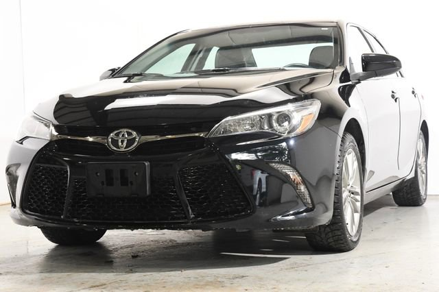 2016 Toyota Camry SE LeatherCloth interiorLike New exterior conditionLike New interior condition
