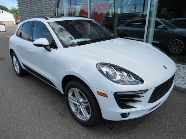 2018 Porsche Macan  WHEEL CENTERS WFULL-COLOR PORSCHE CREST ROOF RAILS IN BLACK LANE CHANGE ASSI