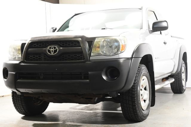 2011 Toyota Tacoma  Cloth interiorLike New exterior conditionLike New interior conditionLike New