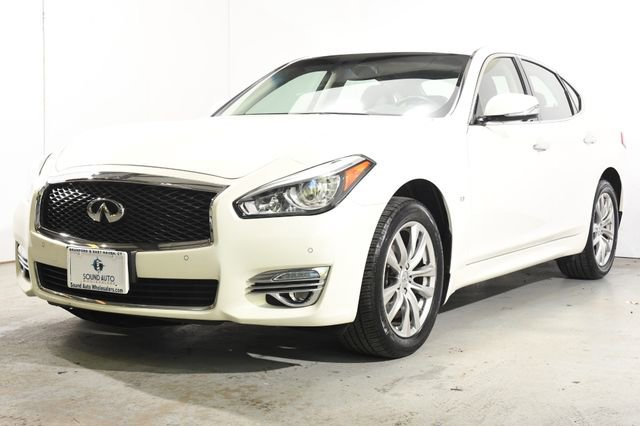 2015 INFINITI Q70  Leather interiorLike New exterior conditionLike New interior conditionLike Ne
