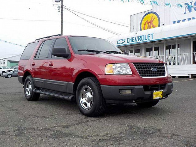 2006 Ford Expedition XLT Four Wheel Drive Tow Hitch Tow Hooks Tires - Front All-Terrain Tires -
