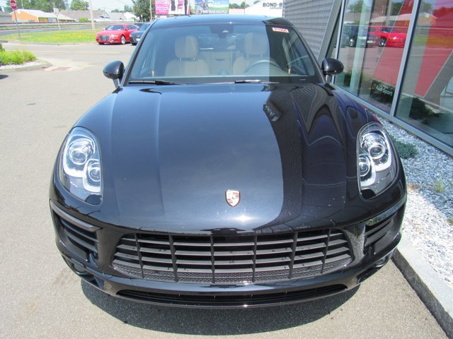 2018 Porsche Macan Jet Black Metallic
