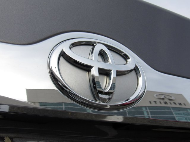 2014 Toyota Camry XLE 30