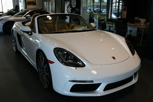 2017 Porsche 718 Boxster S WHITE BOSE SURROUND SOUND SYSTEM SUPPLEMENTAL SAFETY BARS IN EXTERIOR