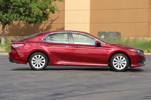 2018 Toyota Camry LE 3