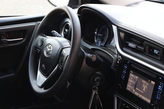 2018 Toyota Corolla LE 18
