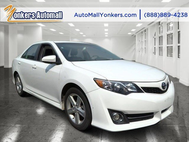 2014 Toyota Camry SE Super WhiteBlackAsh 2-Tone V4 25 L Automatic 39229 miles 1 owner clean