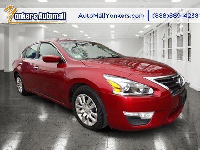 2013 Nissan Altima 25 Cayenne Red MetallicCharcoal V4 25L Automatic 38713 miles 1 owner cle