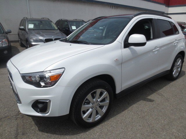 2013 Mitsubishi Outlander Sport SE White PearlBlack V4 20L Automatic 1 miles 2013 Mitsubishi O