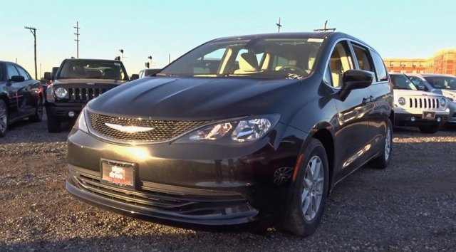 2017 Chrysler Pacifica Touring Brilliant Black Crystal PearlcoatBlackAlloy V6 36 L Automatic
