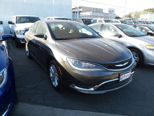 2016 Chrysler 200 LIMI GRANITECLOTH V4 24 L Automatic 1 miles  Front Wheel Drive  Power Stee