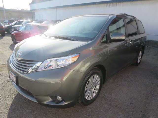 2011 Toyota Sienna XLE Cypress PearlLight Gray V6 35L Automatic 32754 miles 1-OWNER WARRANTY