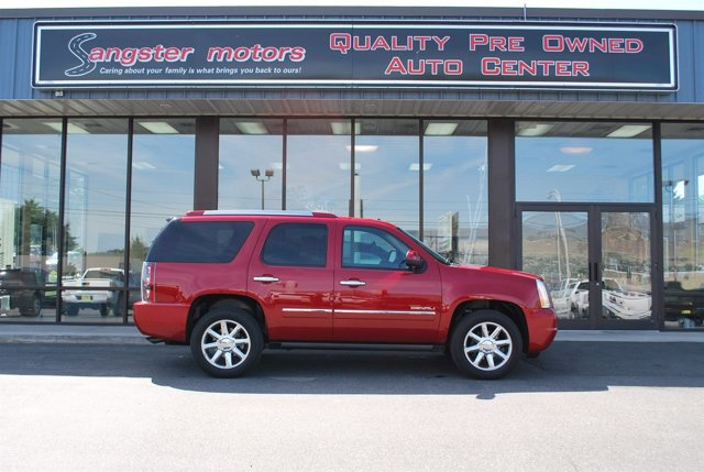 2013 GMC Yukon Denali Maroon V8 62L Automatic 30893 miles  Air Suspension  LockingLimited S