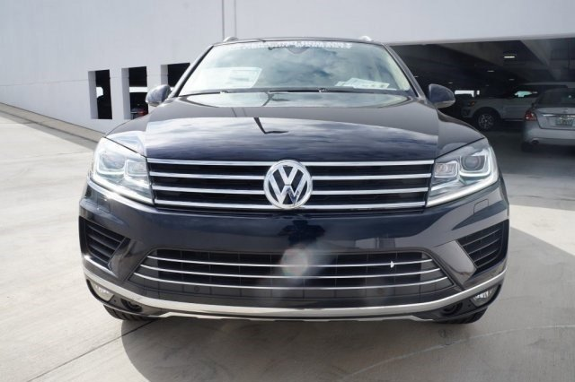 2017 Volkswagen Touareg Sport wTechnology BlueBe V6 36 L Automatic 7 miles The 2017 Volkswag