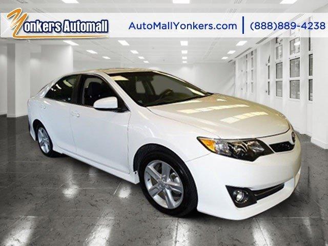 2014 Toyota Camry SE Super WhiteBlackAsh 2-Tone V4 25 L Automatic 43938 miles 1 owner clean
