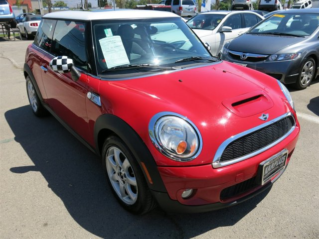 2009 MINI Cooper Hardtop S Chili Red V4 16L  92658 miles  Turbocharged  Front Wheel Drive