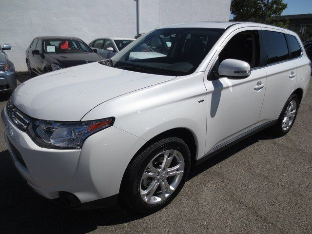 2014 Mitsubishi Outlander GT Diamond White PearlBlack V6 30 L Automatic 5 miles They are Here