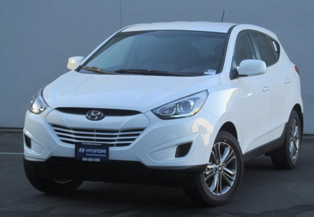 2015 Hyundai Tucson GLS WhiteBeige Two-tone V4 20 L Automatic 0 miles Giving customers more s