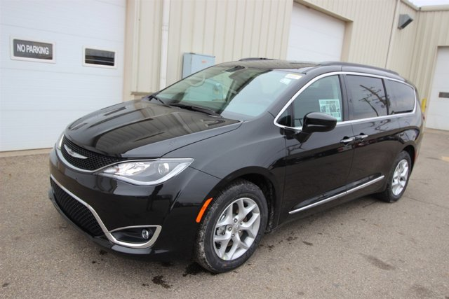 2017 Chrysler Pacifica Touring-L Brilliant Silver Metallic V6 36 L Automatic 9 miles  Front W