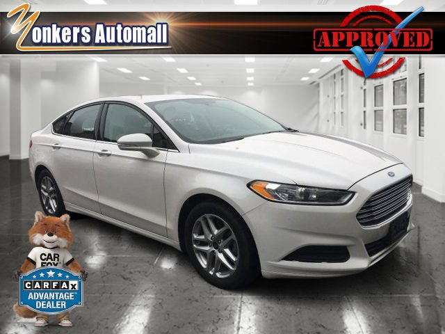 2014 Ford Fusion SE Oxford WhiteTan V4 25 L Automatic 27055 miles Rearview Camera MoonroofS
