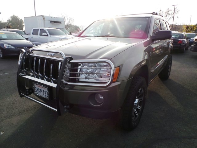 2005 Jeep Grand Cherokee Limited  V8 57 Automatic 164181 miles Boasts 19 Highway MPG and 14 C