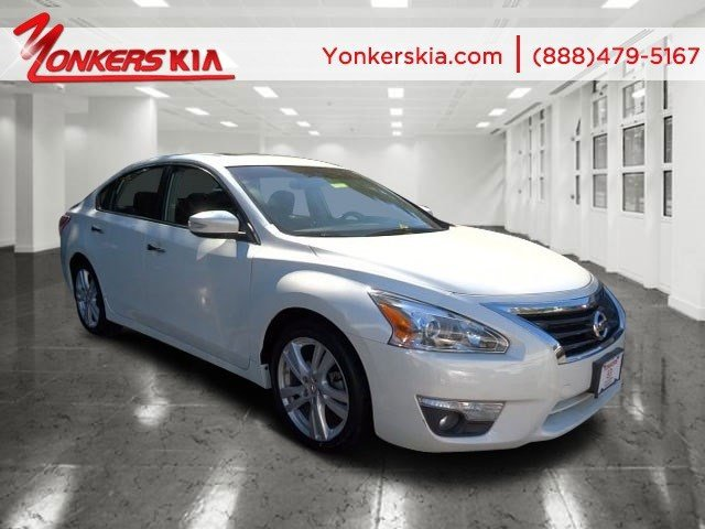 2013 Nissan Altima 35 SL Pearl WhiteCharcoal V6 35L Variable 47217 miles Leather sunroof r