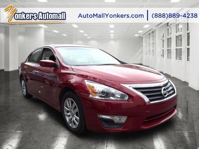 2013 Nissan Altima 25 Cayenne Red MetallicCharcoal V4 25L Automatic 39512 miles 1 owner clea