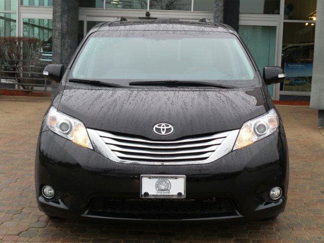 2014 Toyota Sienna Ltd  V6 35 L Automatic 0 miles  Front Wheel Drive  Power Steering  ABS
