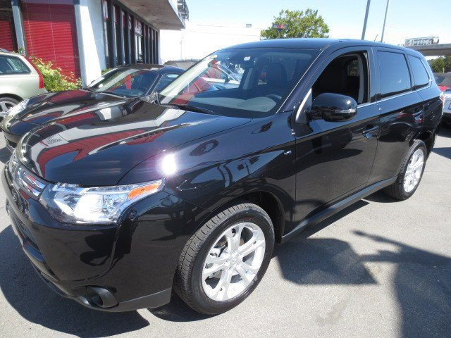 2014 Mitsubishi Outlander GT Labrador Black PearlBlack V6 30 L Automatic 5 miles They are Here