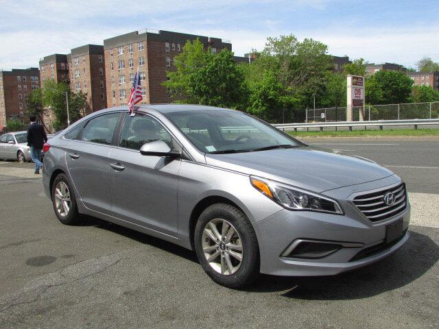 2016 Hyundai Sonata 24L SE Shale Gray MetallicGray V4 24 L Automatic 33063 miles Check out t