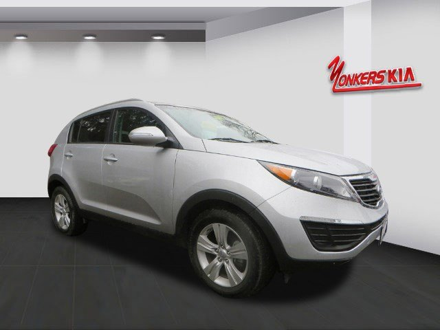 2011 Kia Sportage LX Bright SilverBlack V4 24L Automatic 27998 miles Comfort style and effici