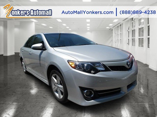 2014 Toyota Camry SE Classic Silver MetallicBlackAsh 2-Tone V4 25 L Automatic 38916 miles 1
