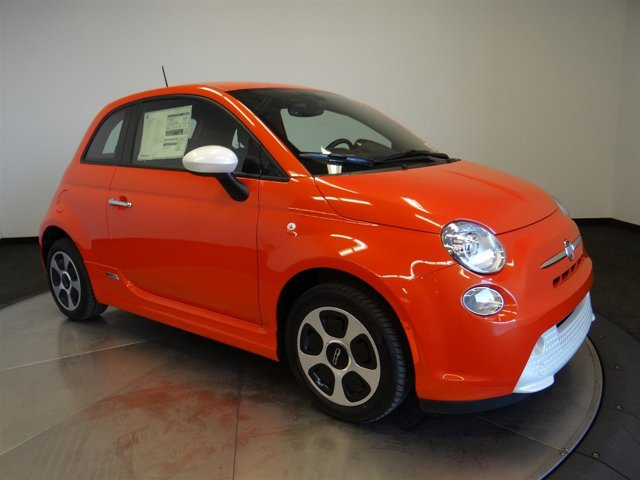 2017 FIAT 500e Electric Orange Tri-Coat PearlcoatE7XX V 00 Automatic 4 miles  2EJ E99 DAC PF3