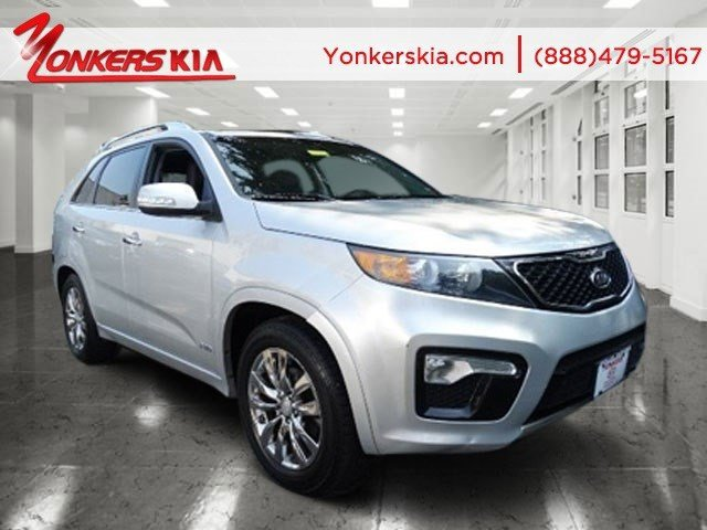2013 Kia Sorento SX Bright SilverBlack V6 35L Automatic 45726 miles Fully loaded with Navigat