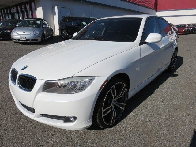 2011 BMW 3 Series 328i WhiteBlack V6 30L Automatic 54613 miles NEW ARRIVAL 2011 BMW 328i w P