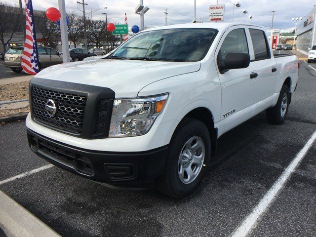 2017 Nissan Titan S WhiteIE G V8 56 L Automatic 20 miles  L94 ALL SEASON FLOOR MATS  B93
