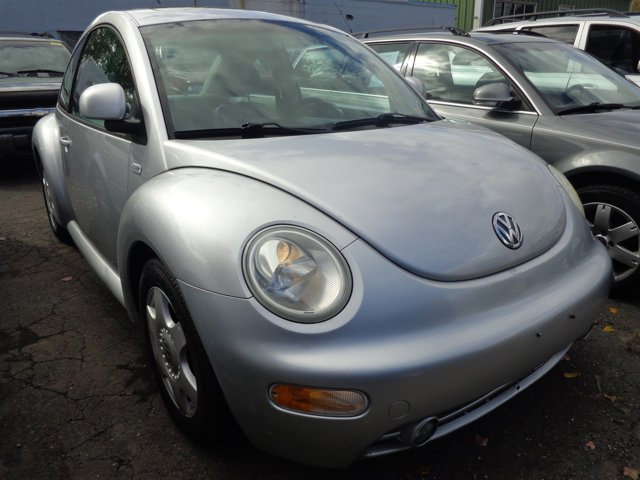 2000 Volkswagen New Beetle GLS Silver MetallicGray V4 20L Automatic 137466 miles  Front Wheel