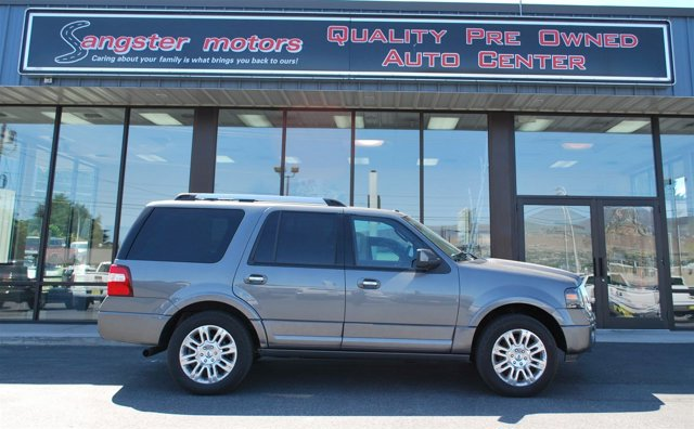 2011 Ford Expedition Limited  V8 54L Automatic 129782 miles  Tow Hitch  Four Wheel Drive  T
