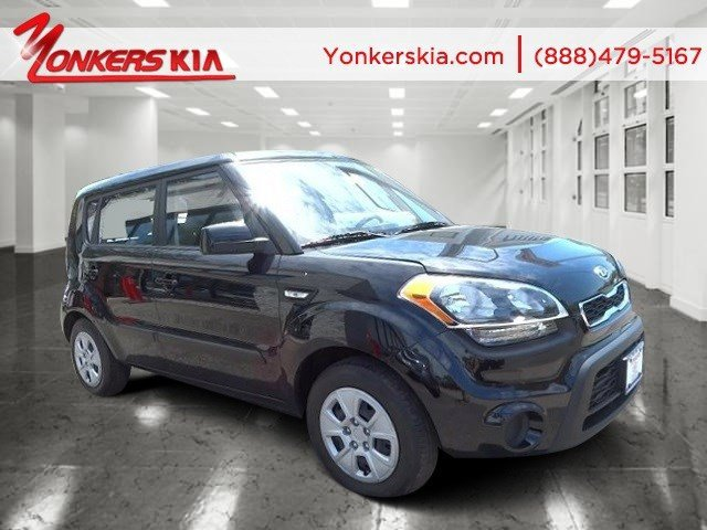 2012 Kia Soul Base Shadow Pearl MetallicBlack seat trim V4 16L Manual 32494 miles Manual Tran