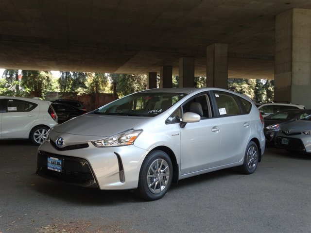2017 Toyota Prius v Four Classic Silver Metallic V4 18 L Variable 1 miles  Front Wheel Drive