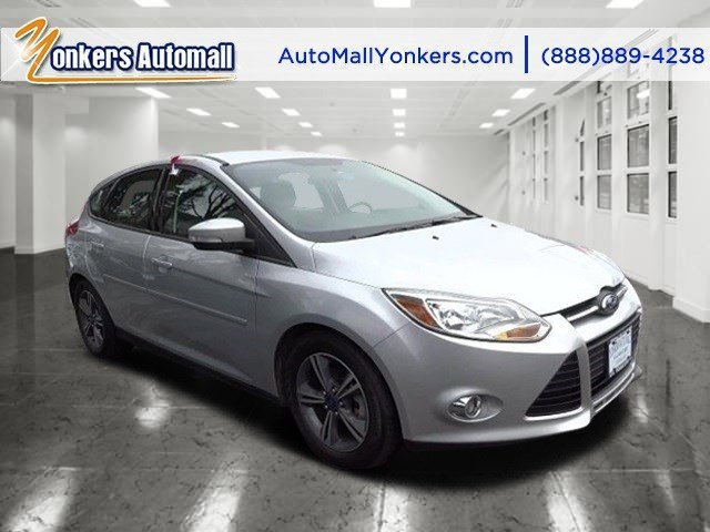 2014 Ford Focus SE Ingot Silver MetallicMedium Light Stone V4 20 L  22759 miles Absolutely st