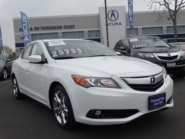 2013 Acura ILX Technology Package Bellanova White PearlEbony V4 20L Automatic 4381 miles PASS