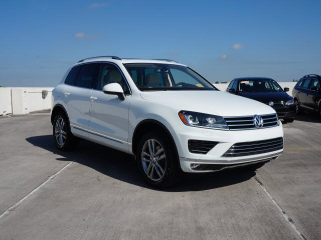 2016 Volkswagen Touareg Lux Pure WhiteJZ V6 30 L Automatic 5752 miles The Volkswagen Touareg