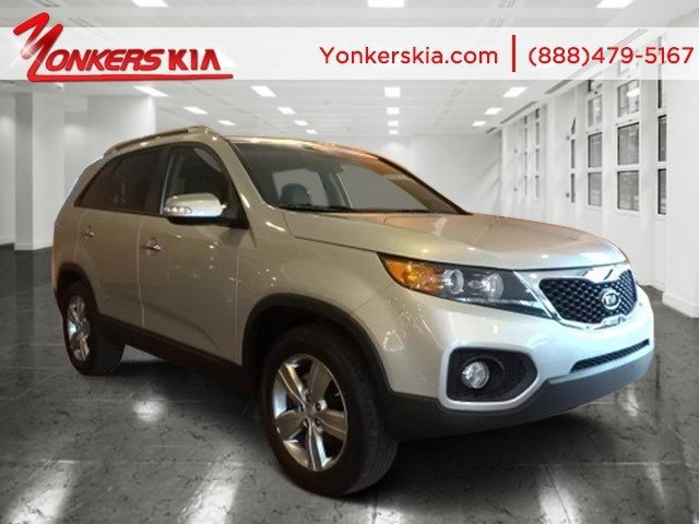 2013 Kia Sorento EX Titanium SilverBlack V4 24L Automatic 30901 miles Grand and graceful thi