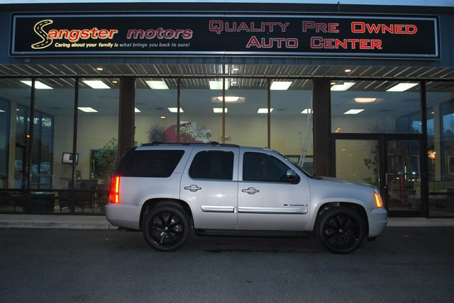 2009 GMC Yukon Silver V8 53L Automatic 89094 miles  LockingLimited Slip Differential  Rear